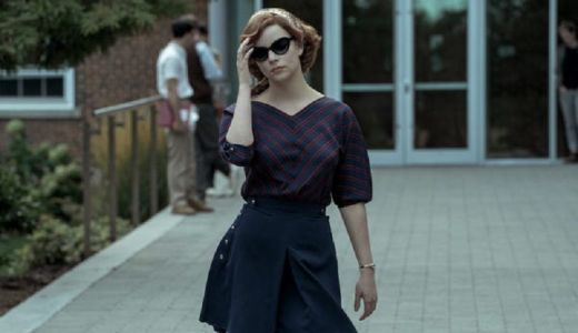 Sontek Outfit Timeless Beth Harmon di Film The Queens Gambit - GenPI.co