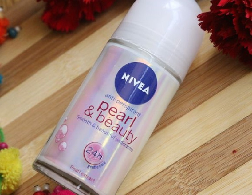 NIVEA Pearl and Beauty Deodorant Roll On (Foto : pinterest)
