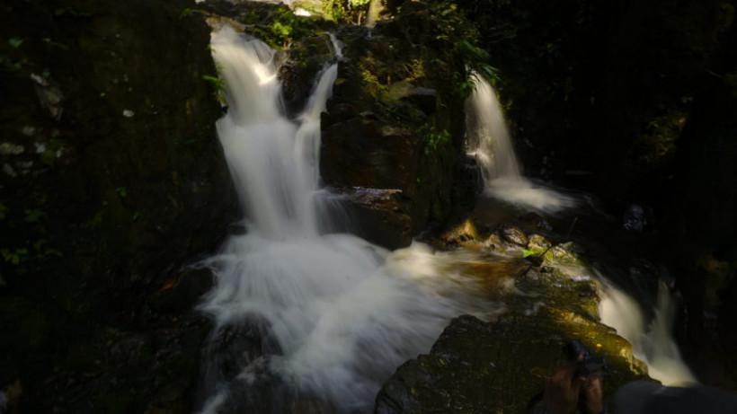 Indahnya riak Air Terjun Guruh Gemurai Riau, suaranya bergemuruh
