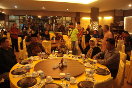 Gala Diner International Dragon Boat Race Berlangsung Meriah
