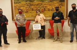 Lawan Corona, Sinar Mas Land Serahkan Ribuan Masker ke TNI/Polri | Genpi.co - Palform No 1 Pariwisata Indonesia