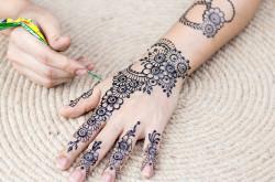 Ladies, Ini 5 Tips Merawat Henna Agar Tahan Lama di Kulit   Genpi.co - Palform No 1 Pariwisata Indonesia
