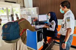 Syarat Naik Kereta, Surat Izin Perjalanan Tak Lagi Dicek   Genpi.co - Palform No 1 Pariwisata Indonesia