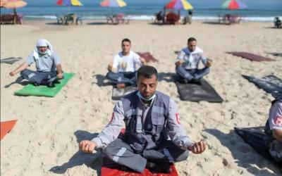 Lihat itu, Awak Ambulans di Jalur Gaza Semangat Berlatih Yoga!