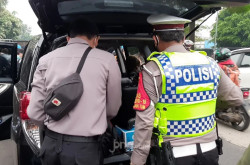 Mobil Terduga Loyalis Rizieq Diobok-obok Polisi, Isinya…   Genpi.co - Palform No 1 Pariwisata Indonesia