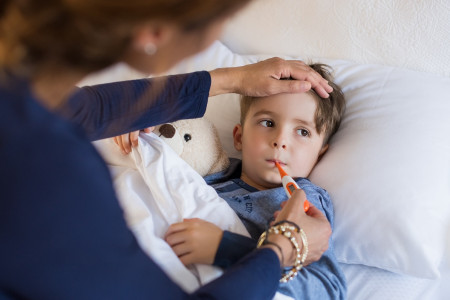 Bunda Jangan Panik, 4 Pilihan Obat Penurun Panas Saat Anak Demam
