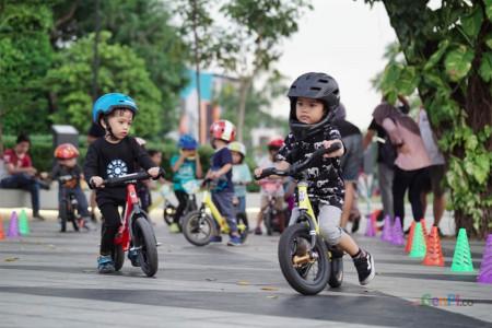 Komunitas Ini Ajak Anak Main & Belajar Naik Push Bike, Asyiknya!