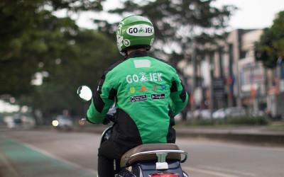 Ojol ini Bilang, Kebijakan Penumpang Bawa Helm Tak Maksimal
