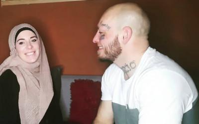 Putuskan Mualaf, Istri Petarung MMA Ini Dipecat dari Kerjaannya