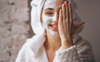 Mau Tahu Skincare yang Kamu Pakai Aman Atau Tidak? Begini Caranya