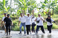 Intip Keseruan Menteri Rini Adu Lari di Chocolate Glenmore Run Festival 2019 | Genpi.co - Palform No 1 Pariwisata Indonesia