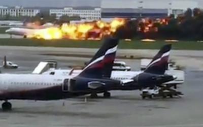 Tewaskan Sebagian Besar Penumpang, Sukhoi SSJ100 Jatuh di Rusia
