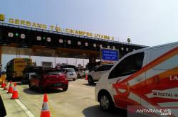 Hari ini Tol Cikampek Mulai Berlakukan Sistem One Way | Genpi.co - Palform No 1 Pariwisata Indonesia