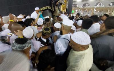 Memaksa Cium Hajar Aswad, 2 Jamaah Indonesia Terinjak-injak